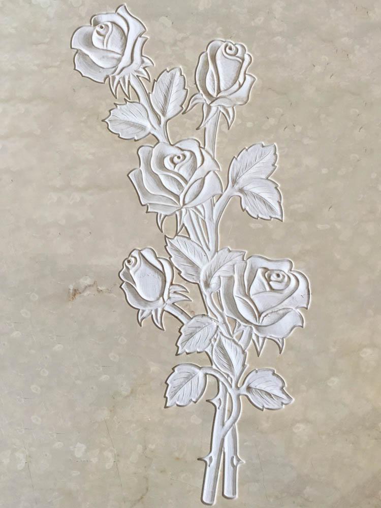 Decorazioni floreali in marmo o granito - Rose con boccioli