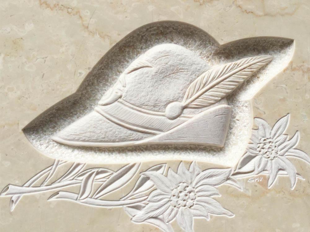 Lavori personalizzati marmo o granito - Cappello alpino con stalla alpina