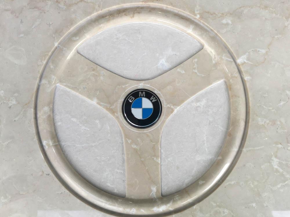 Lavori personalizzati marmo o granito - Logo BMW