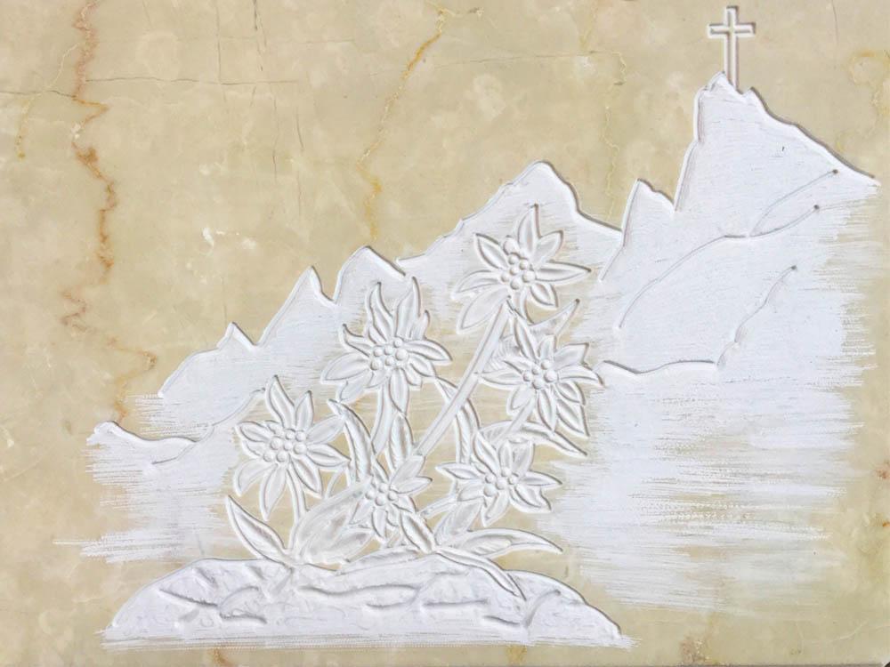 Lavori personalizzati in marmo o granito - Montagna con stelle alpine