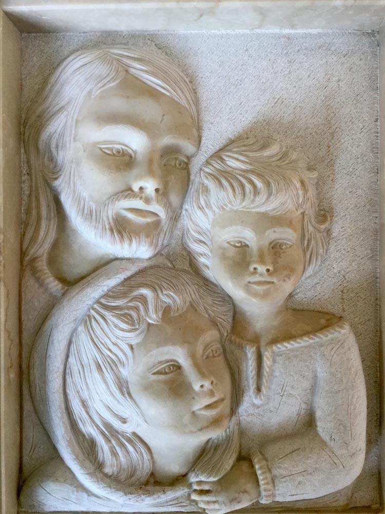Sacra Famiglia in basso rilievo