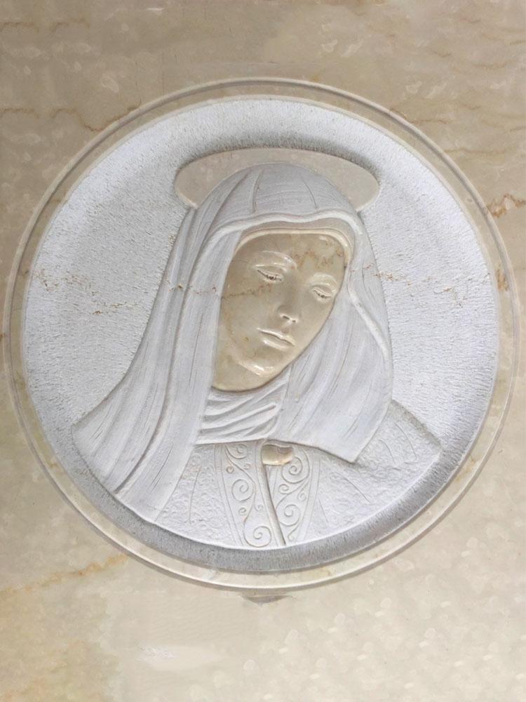 Madonna in basso rilievo