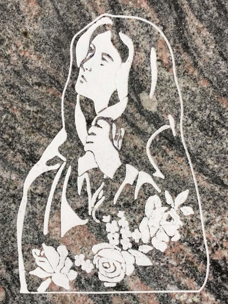 Madonna incisa con fiori