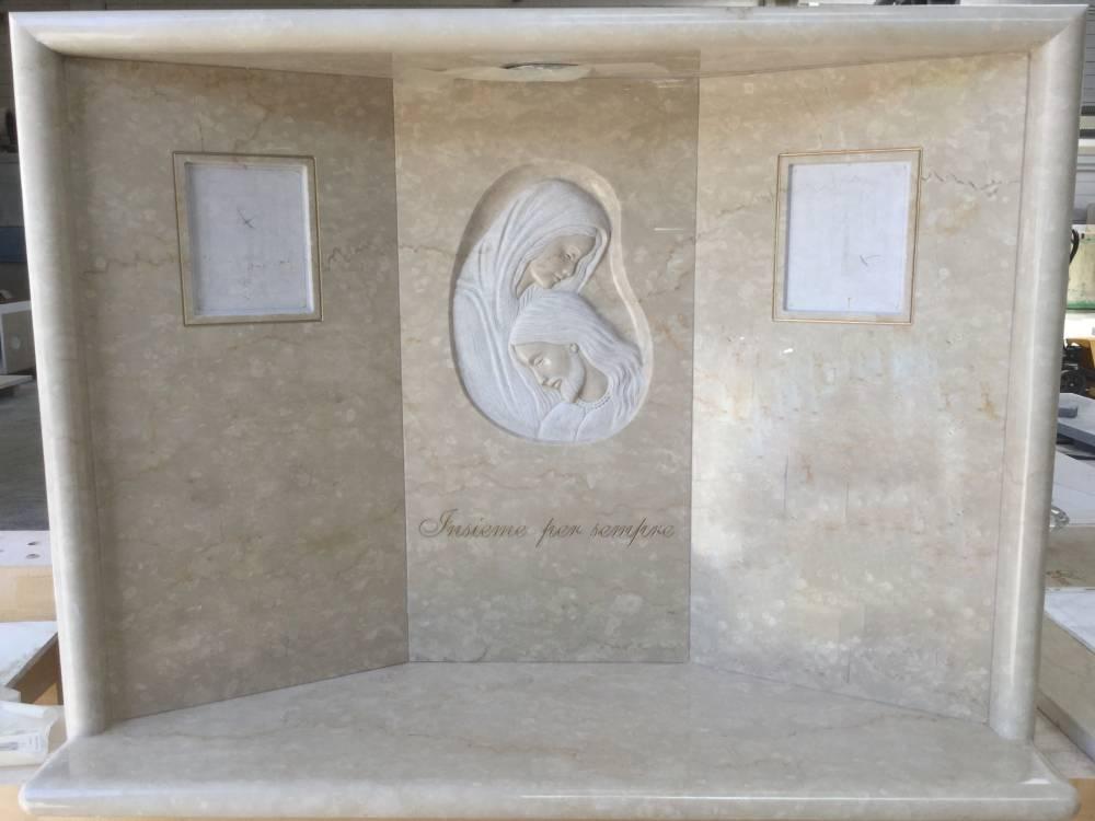Lapide a 3 ante con Pietà